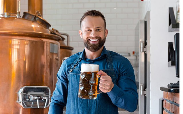 man_with_a_beer_glass_craftbrewing_640x360.jpg