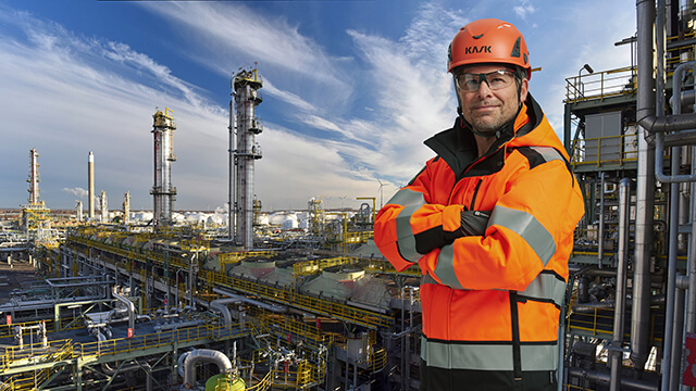 proud-engineer-in-front-of-oil-refinery-right2