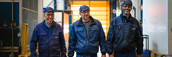 service-men-walking-in-workshop_600x200.jpg