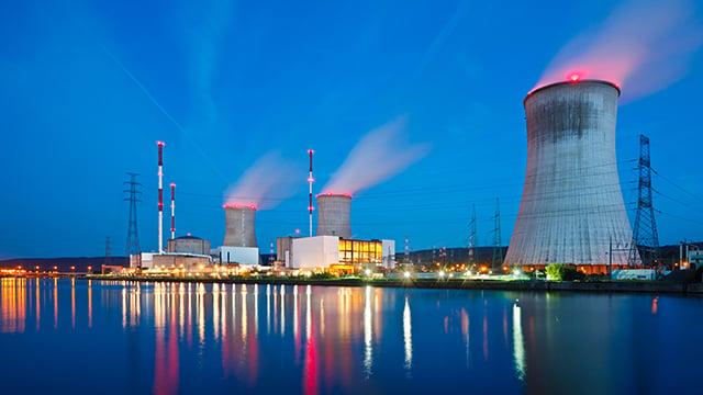 Nuclearplant-at night-640x360