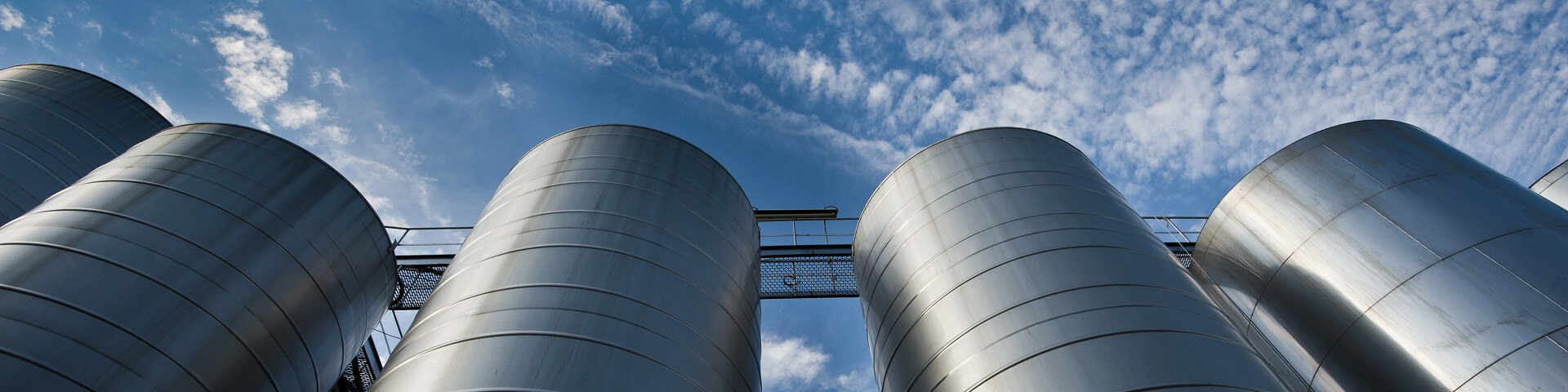 commercial brewing tank farm 1920x480