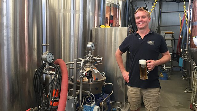 Karl Veiss at Jindabyne Brewing with his Brew 20 640x360