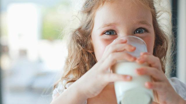 Girl milk 640x360 (003)
