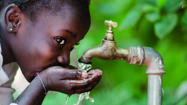 girl drinking water tap LR 640x360