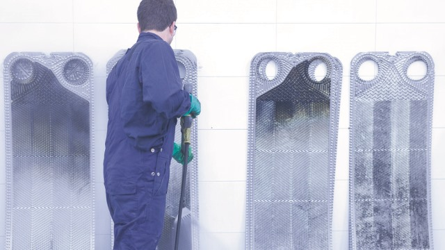 service centre cleaning plates 640 360