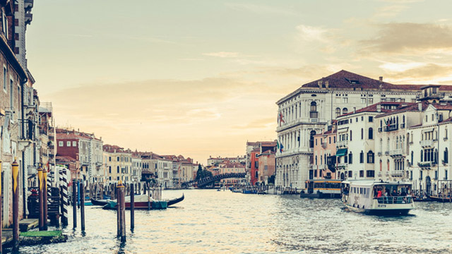 https://www.alfalaval.com/globalassets/images/media/here-magazine/no35/saving_venice_640x360.jpg