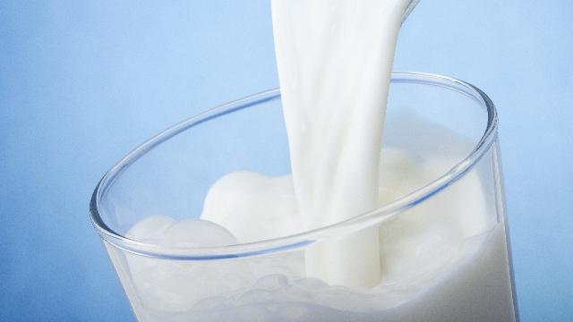Milk pour 640x360