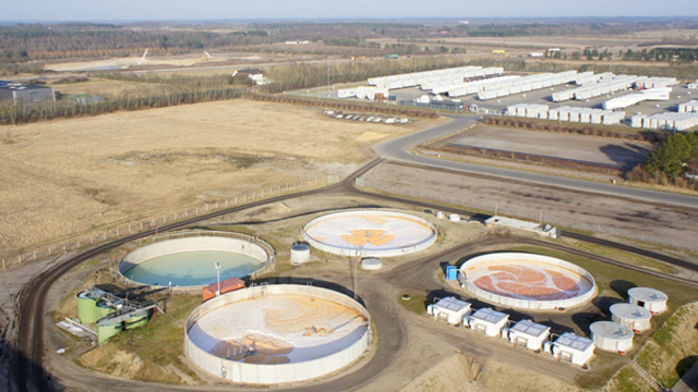 https://www.alfalaval.com/globalassets/images/media/stories/water-and-waste-treatment/industrial-water-and-waste-treatment/kmc_dk_air-photo-of-wwtp_640x360.png