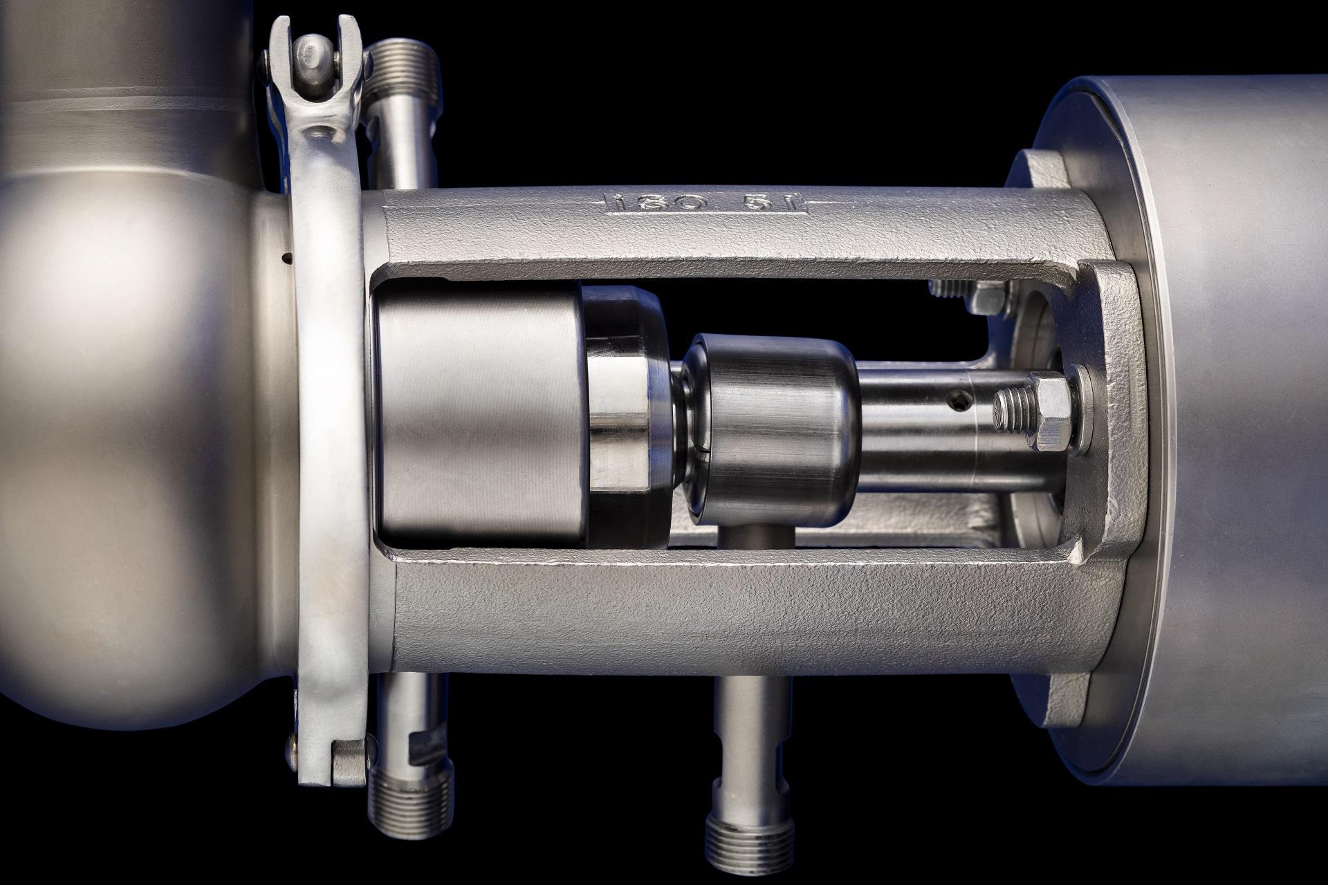 Double seat valves closeup 1920px