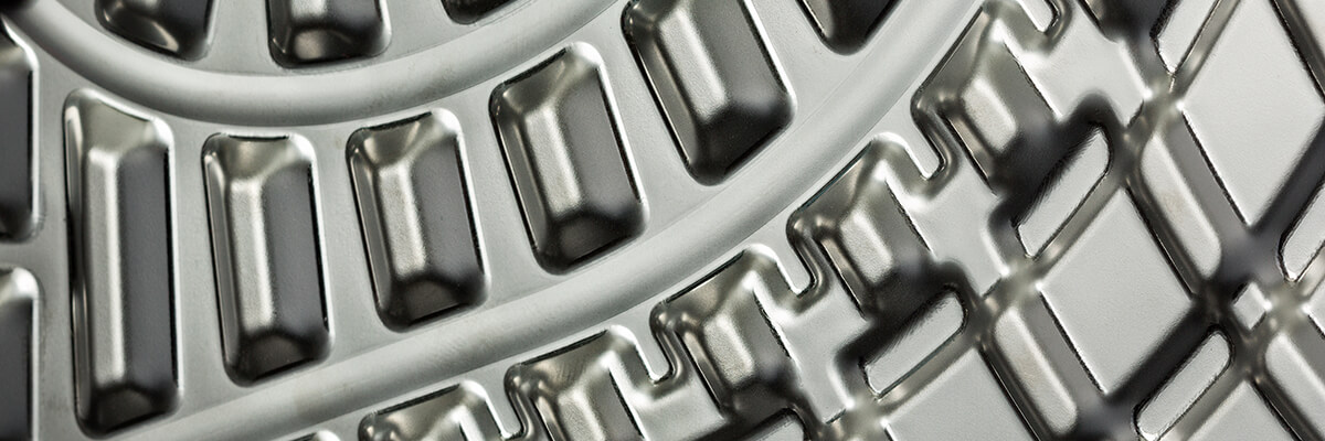 plate with gaskets industrial line close-up 1200X400