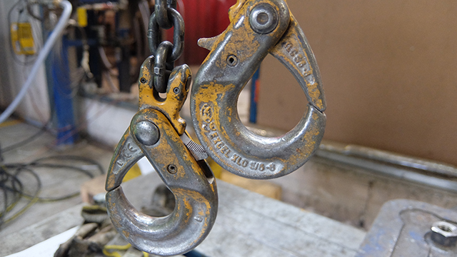 Two hanging chain clips