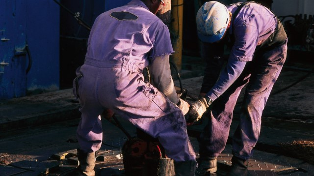 men on oil rig 640x360